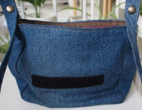 Pockets for holding your mobile, notebook, and other items.